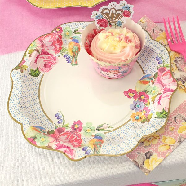 truly-scrumptious-cake-plates